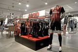 «Adidas» досрочно разорвет контракт с «Миланом»